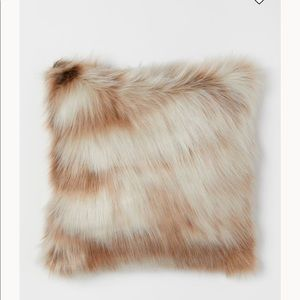 NWT H&M set of 2 Faux Fur Pillow Covers (no insert